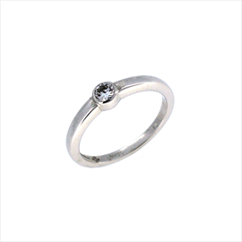 18ct White Gold Second-hand Diamond Ring. Weight 4g