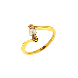 18ct Yellow Gold Second-hand Diamond and Pearl Ring. Weight 2.4g