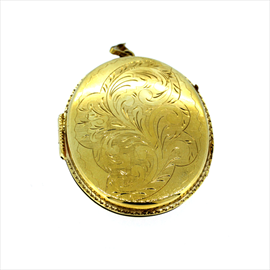 9ct Yellow Gold Oval Foliated Locket. Weight 18.8g