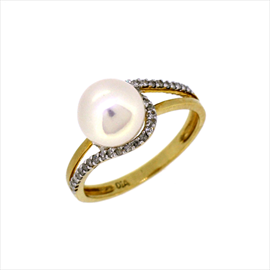 9ct Yellow Gold Pearl and Diamond Ring
