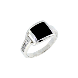 Silver with Square Black Leather Insert Ring. Weight 4.7g